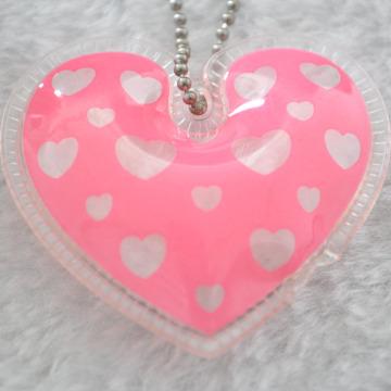 Étiquette de pendaison gonflable en forme de coeur pour enfants Étiquette de veste en plume