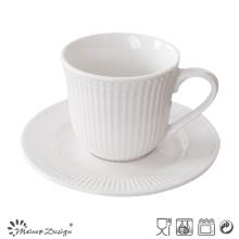 Coupe de thé et soucoupe de couleur blanche en relief de couleur blanche