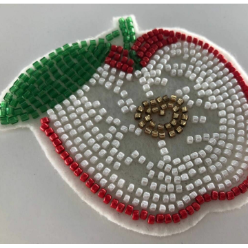 Applique Apple Patchwork en perles de feutre blanc