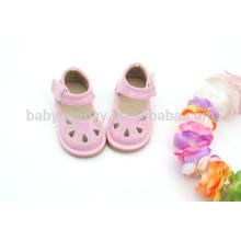 Menino infantil cor-de-rosa squeaky sapatos sandálias bonitos para crianças MOQ300