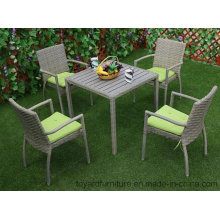 Novo mobiliário de jardim exterior americano Pátio PE Resina Wicker Grey Polywood Table e 4PCS Cadeiras de restaurantes