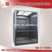 Um elevador de elevador de passageiro de vidro lateral