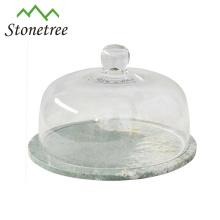 Tablero de pastel de queso de mármol negro con cubierta de cúpula de vidrio