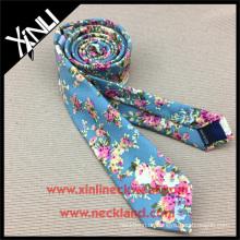 China Hersteller neuesten Design handgemachte dünne Baumwolle Blumendruck Krawatte für Männer