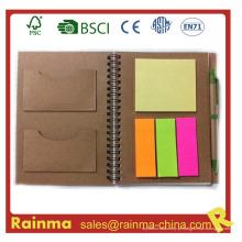 Caderno de papel recicl com etiquetas coloridas adesivos