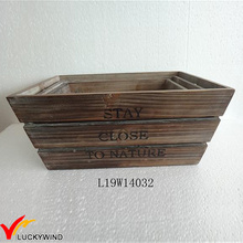 Ретро-коричневые решетчатые штабелированные деревянные ящики
