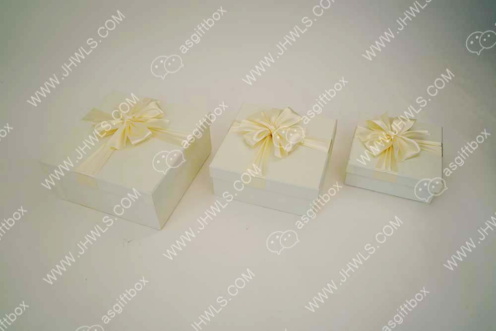 Light yellow gift box