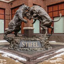 Outdoor-Dekoration kämpfen Stier und Bär Statue mit super Preis