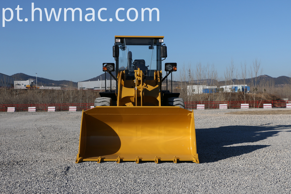 SEM632D loader with bucket