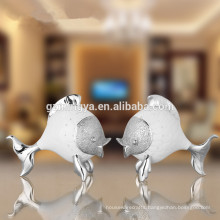 Low MOQ present for friends business gift home decor modern art kissing fishes resin crafts figurines