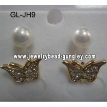 les boucles d'oreilles perle de coquille de forme de papillon