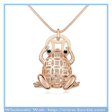 Hot sale 18k gold crystal in hollow alloy frog shape sweater necklace