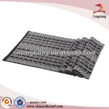 Lenço de seda formal de jacquard geométrico escovado
