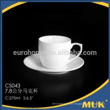 Copo e pires promocionais do café, copo e pires relativos à promoção, copo marcado cerâmico do logotipo