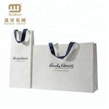Sacos de papel impressos costume do punho da fita do preço de grosso da fábrica com seu próprio logotipo para lojas