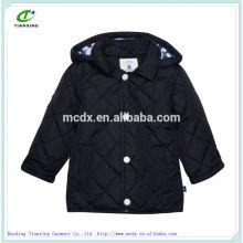 el nuevo diseño de color negro de invierno del niño acolchados abrigos