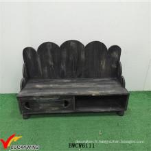 Bancs noirs en bois rusés teinté à l'intérieur avec rangement