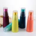 Termo del vacío, botella de agua del metal con la cubierta plástica