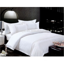 Uso del hotel Juego de sábanas de bordado teñido en blanco o Juego de sábanas de edredón