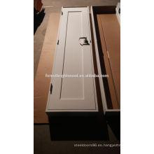 Blanco pintado una puerta de la coctelera del Panel madera