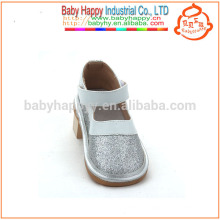 Hot selling children squeaky shoes funny silver baby summer sandals