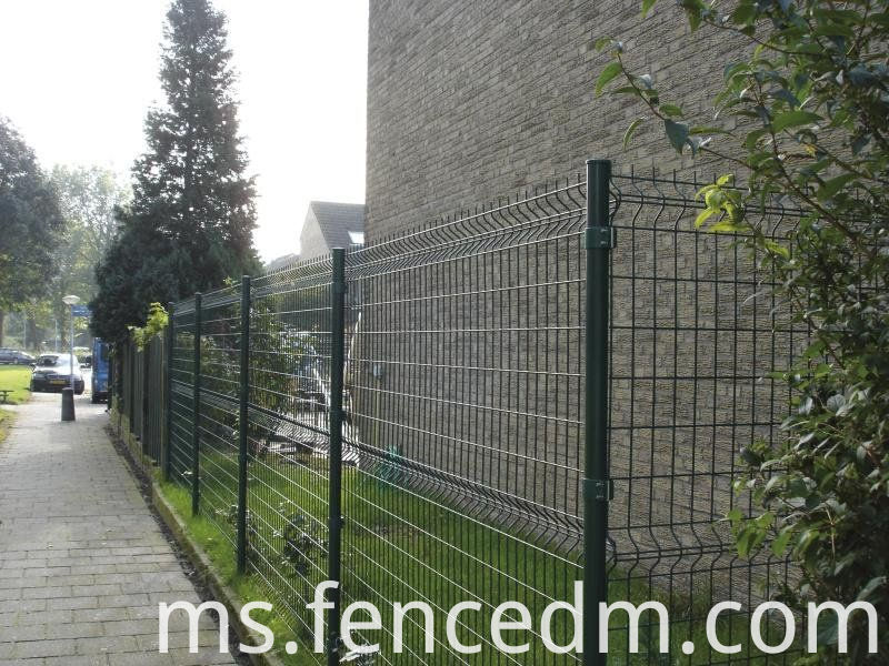 welded wire mesh fence with round post