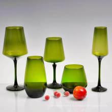 Gobelets en verre colorés en gros d'eau de verre de flûtes pour le vin