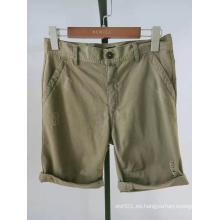 pantalones cortos de sarga de color caqui para hombres