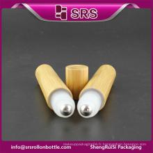 Rouleau de bambou de haute qualité sur une bouteille vide et une bouteille en plastique pharmaceutique de 15 ml