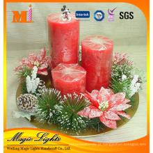 Vela de Natal de pilar de tamanhos diferentes com acessórios para plantas