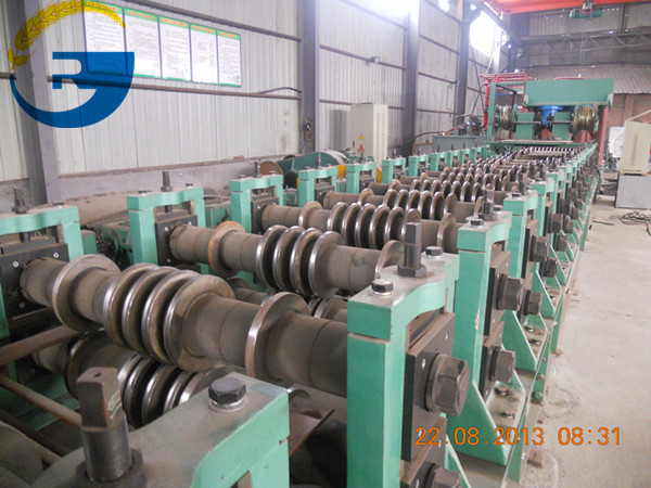 Wall-corrugated-molding-machine