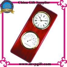 Relógio de madeira da forma para o presente do VIP