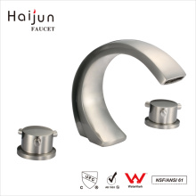 Haijun 2017 Contemporary 0.1~1.6MPa Dual Handle Triangle Heating Mixer Faucet