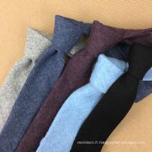 Cravate plate en tweed à la main pour homme