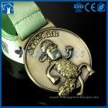 Le fabricant de la médaille fabrique des médailles de dessin animé en métal