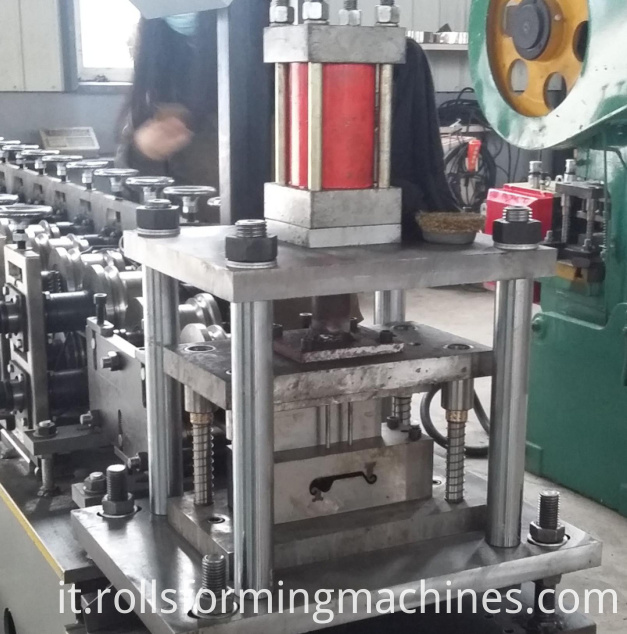 Roller shutter door lath machine