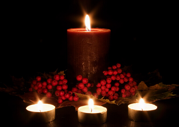 Romantic couples with textured candles