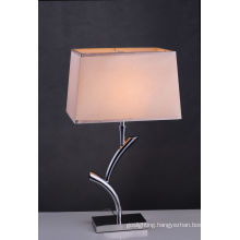 Hot Selling Newly Fashion Design Metal Table Lamp (BT6018)