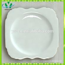 Пластмассовая обеденная тарелка из белого фарфора с золотым ободком