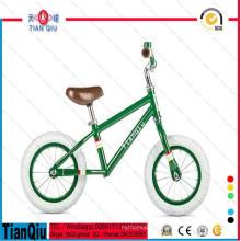 Primeira bicicleta das crianças que funciona a bicicleta do equilíbrio da bicicleta
