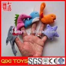 Los últimos juguetes de animales de mar de estilo hacen marionetas y una historia de peluche de fieltro