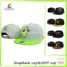 O bordado feito sob encomenda 3D no snapback liso do teste padrão ostenta o tampão do hip-hop do chapéu