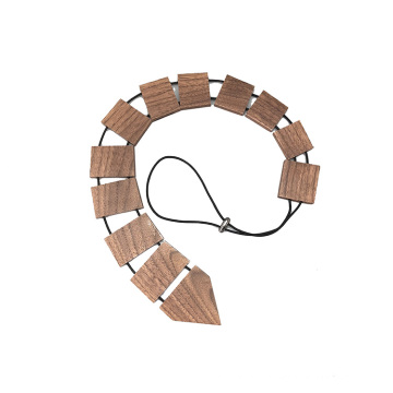 Cravate en bois gravée de logo de noyer noir des hommes faits sur commande de logo