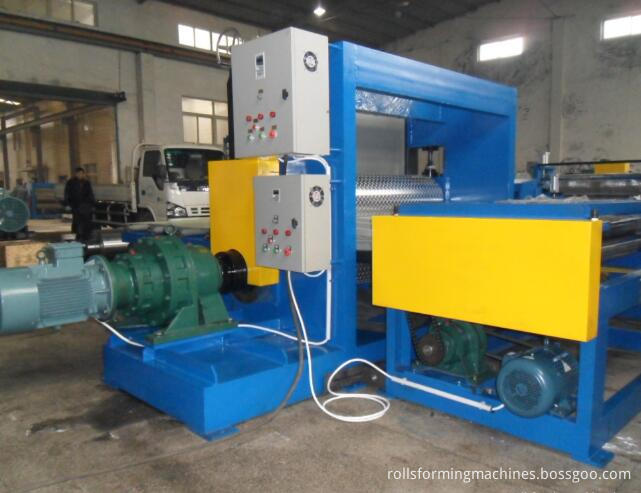floor sheet embossing machine (10)