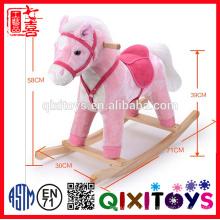 2016 novo brinquedo de equitação cavalo de balanço de pelúcia com som e movimento