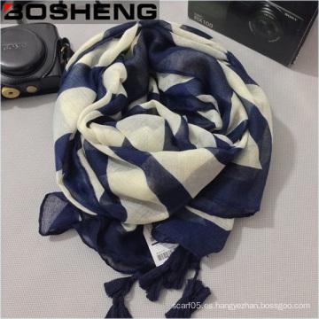 Azul y beige de algodón de lino femenino bufanda cálida con flecos