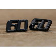 Diseño del número negro etiquetas del metal del diseñador del color y etiquetas para la ropa