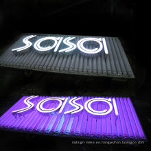Cartelera publicitaria LED al aire libre con tablero abierto