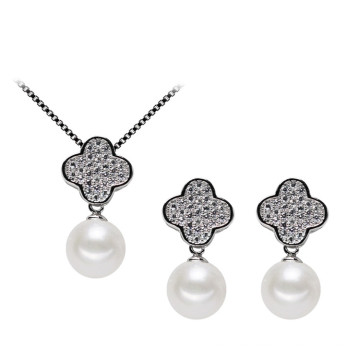 Forme de trèfle Ensemble de perles d'eau douce et naturelle 925