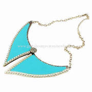Fashion Large Resin Stone Women's Necklace in Blue Collar-shaped Design